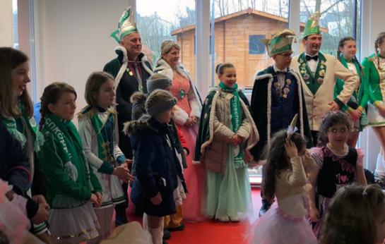 Das Prinzenpaar der KGO mit Gefolge zu Besuch bei den Queichhüpfern.